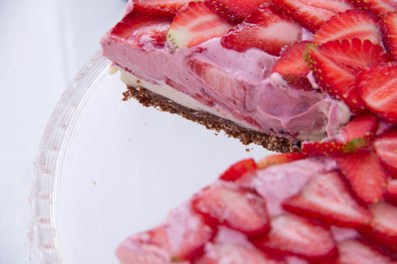 Raw-Strawberry-and-Lime-Cake