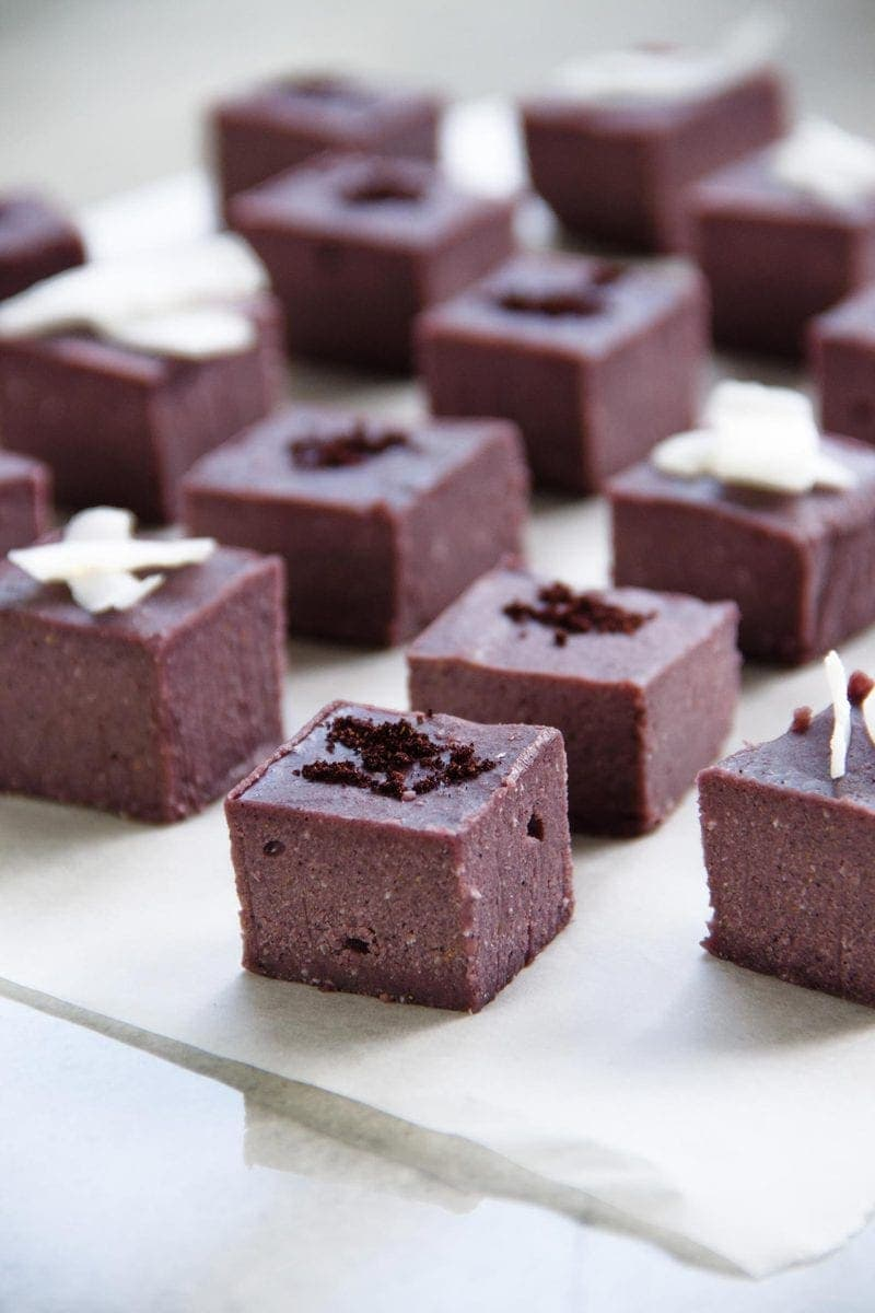 Raw maqui berry fudge