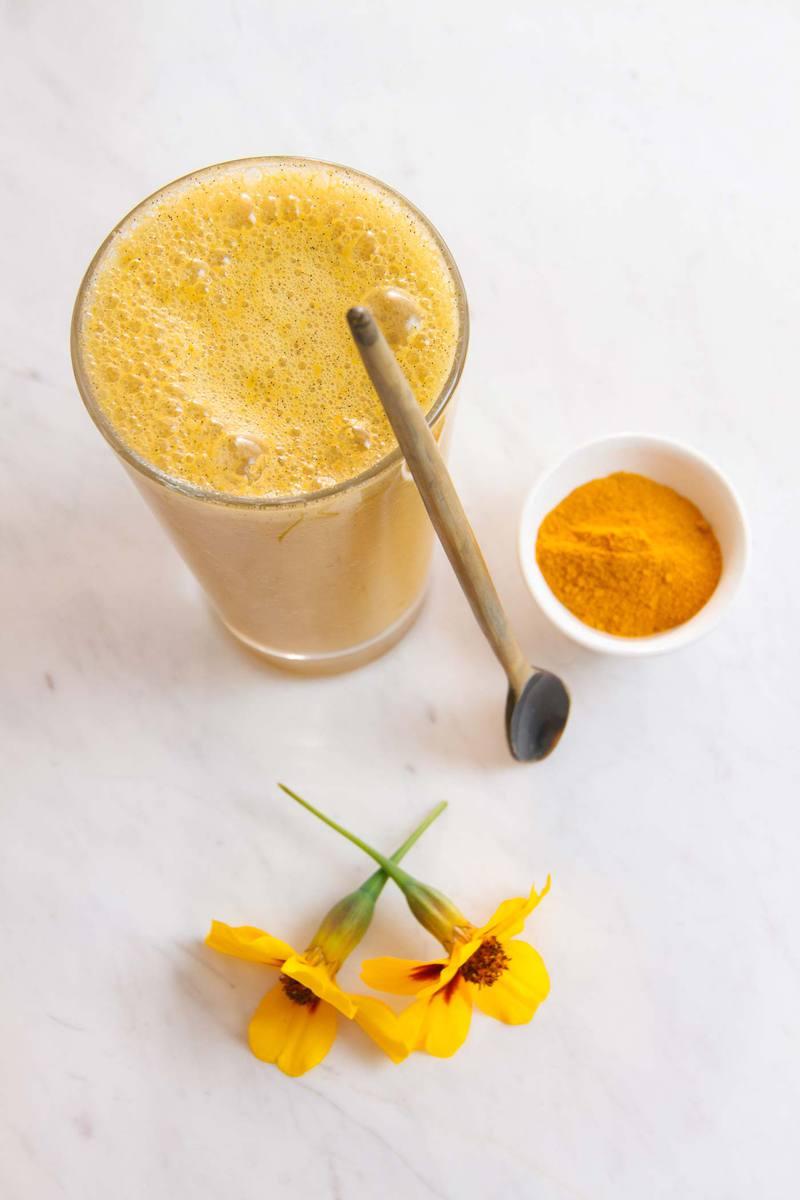 Anti-inflammatory Apricot Turmeric Smoothie