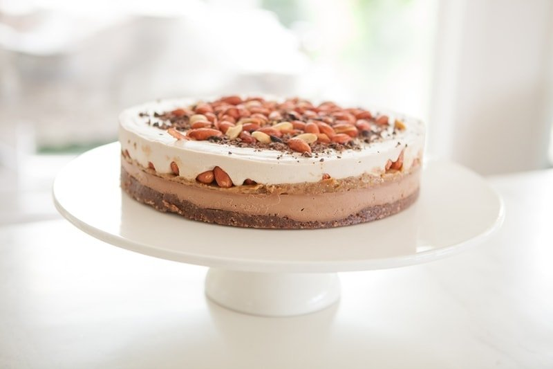 snickers raw cake
