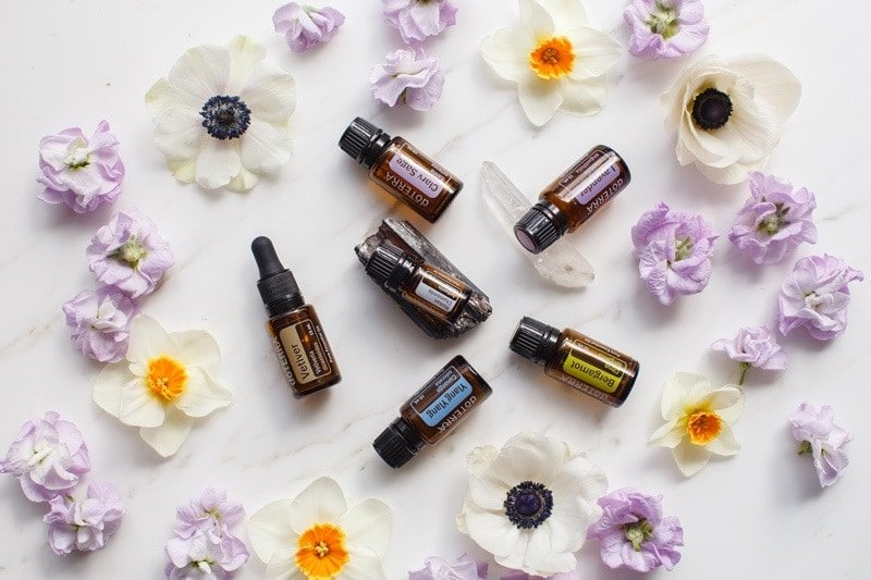 6 single essential oils for stress as a flat lay